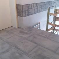 Boden Relief-Stone grau bei Treppenhasusanierung